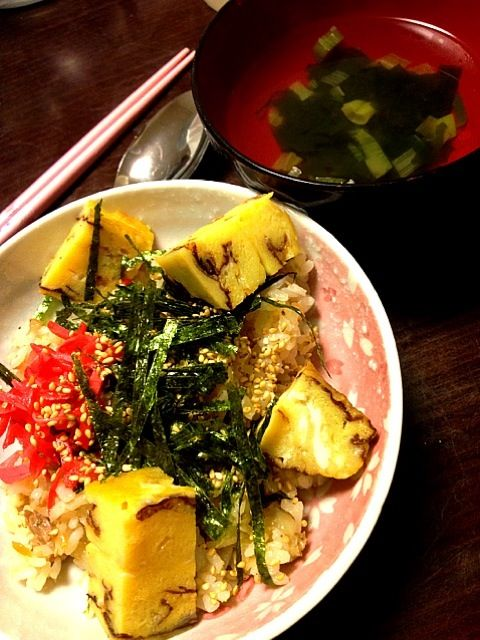 ちらし寿司もお吸い物も、厚焼き玉子も全部一から手作りです。すんげーうまい! - 1件のもぐもぐ - ちらし寿司とお吸い物 by IGGY