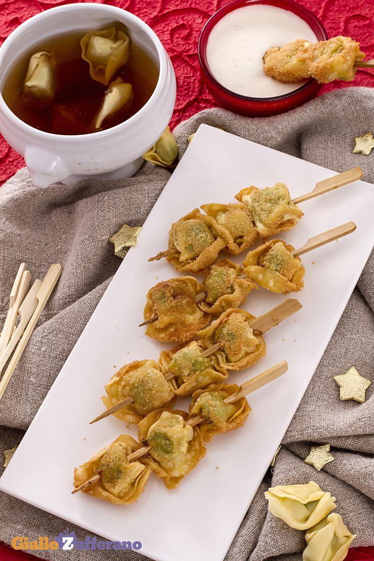 Gli spiedini di tortellini fritti con salsa alla panna e parmigiano (fried tortellini kebabs with creamy parmesan dip)
