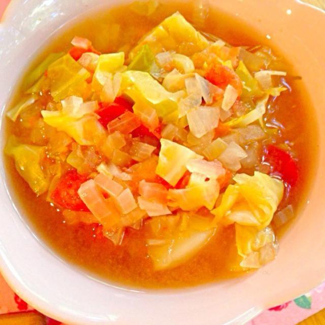 野菜の捨ててしまうキャベツの芯、たまねぎの皮、かぼちゃの種で作るベジブロスを使用したスープ♪♪ 野菜たっぷりでデトックス〜♡♡ - 9件のもぐもぐ - 食べ過ぎた次の日にピッタリ♡デトックススープ♡ by みっちー