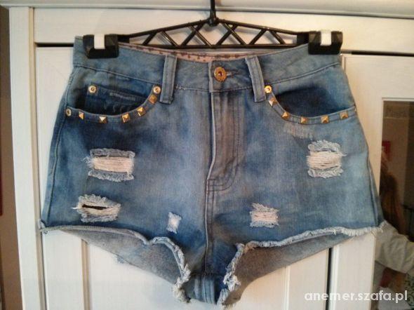 Krótkie modne dżinsowe spodenki   Cena: 20,00 zł  #szorty #niebieskiespodenki #spodenki36 #damskiespodenki #uzywanespodenki