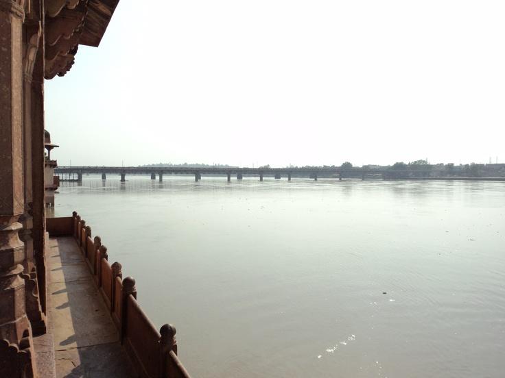 Agra, Mausuleo, templo de poder de la mujer. 1622-1628, sirvió de inspiración al Taj Mahal