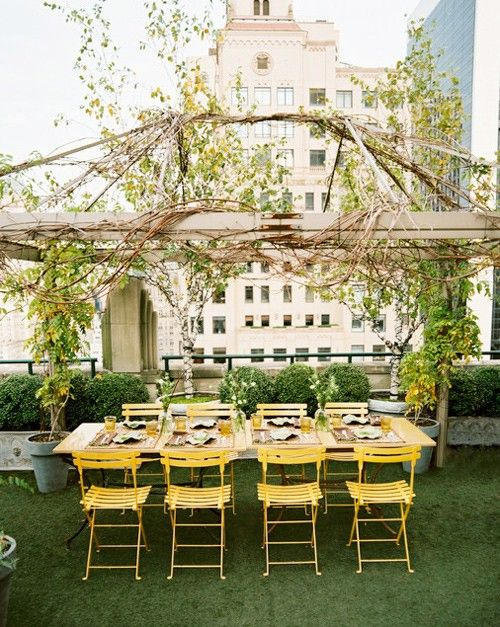 Rooftop...: Decor, Ideas, Rooftops Gardens, Dinners Parties, Outdoor Spaces, Gardens Parties, Rooftop Gardens, Roof Gardens, Yellow Chairs