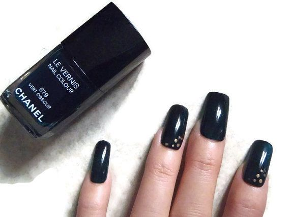 fake nails dark green press accent nail art by LaSoffittaDiSte
