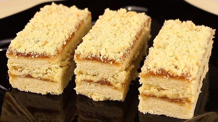 Вкусные песочные пирожные помнят те, кто застал советские времена (времена СССР): в школьных столовых и в кондитерских их продавали по 22 копейки. Сегодня в продаже такие пирожные найти...