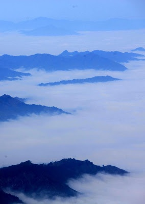 Photos taken on February 16, 2013 shows the sea of clouds at the Huangshan Mountain scenic spot in Huangshan city, Anhui province