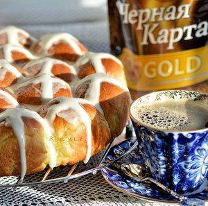 Фото к рецепту: Апельсиновые булочки с молочной глазурью