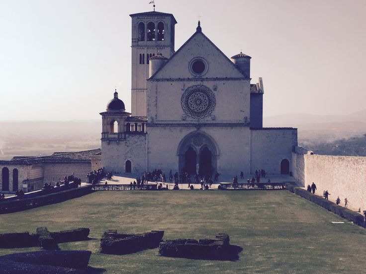 """Assisi is one of the UNESCO world heritage cities and lies at the heart of the green Umbria. It's absolutely the most popular town and one of the most visited in Umbria. In Assisi the """"poor friar"""" St. Francis, famous Italian patron saint,....#Holidays #Italy"""