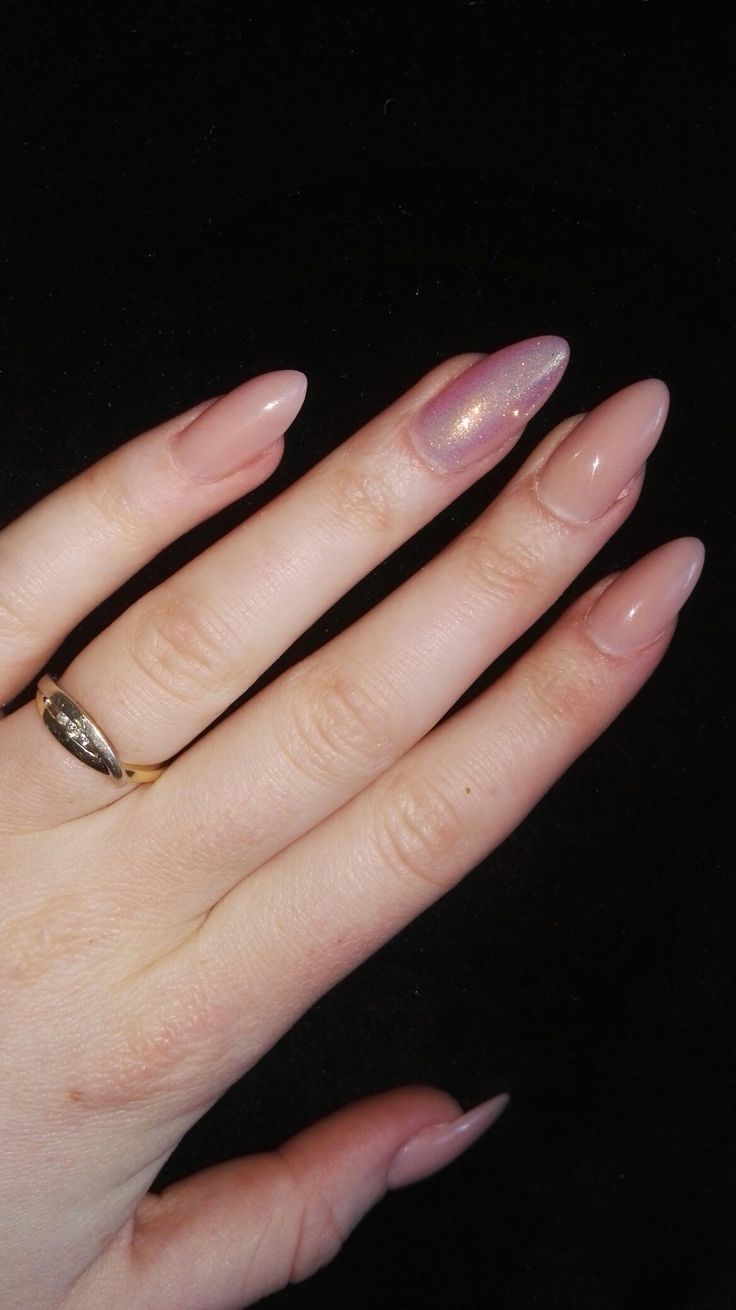 Nude roze acryl nagels met mermaidglitter