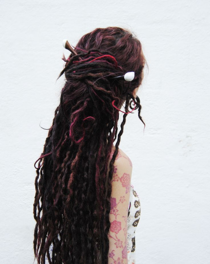 Did you know that you can get your dreadlocks to become wavy? If you can make a braid its super easy and you will be able to get this look with drying your dreadlocks when they are braided. After 1 day you will get this great braids. The longer you wait with the braids then the longer the wave will stay. You can find a full tutorial on how to make wavy dreadlocks on our site dreadstuff.com