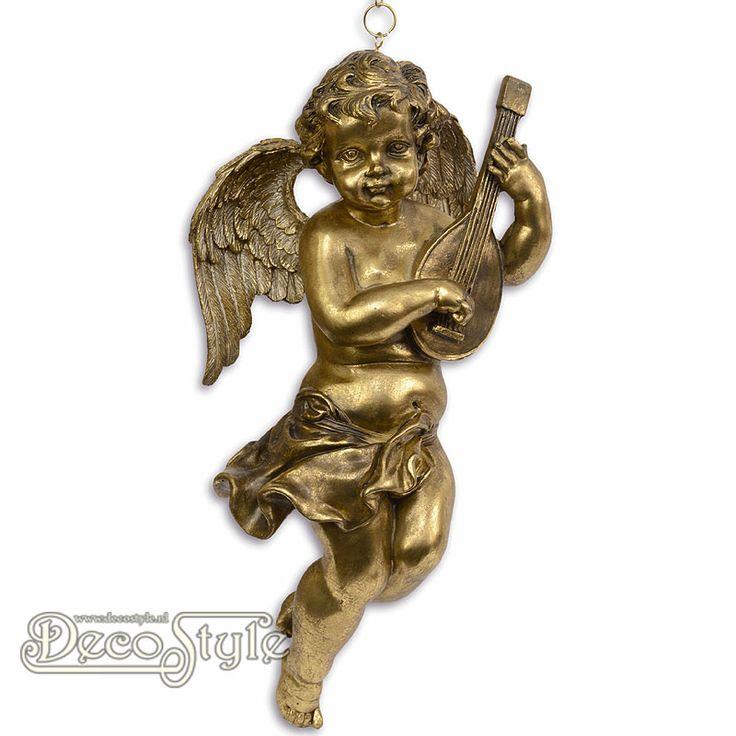 Beeld Hangende Engel met Luit  Prachtige nostalgische goudkleurige engel. Deze engel kun je ophangen door middel van de bijgeleverde ketting. Een sieraad voor in uw huis. Materiaal: Handbewerkt Polystone Kleur: Goud/Brons Afmetingen: Hoogte: 40.8 cm Breedte: 20.8 cm Diepte: 18 cm