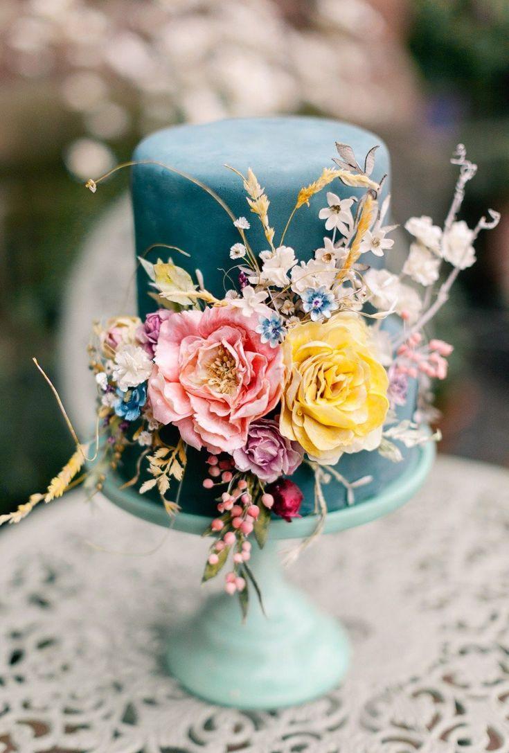 Omg! I love this wedding cake.