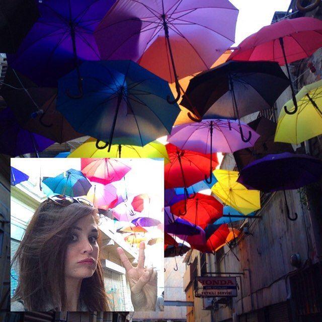 #karaköy #rengarenk #istanbul #mor #kırmızı #sarı #mavi #şemsiye #pink #life #sokak #zaman #okadarjubendesürsembenimdedodoklarımkalınolurr #büzdünüzdeneolduodudakları #iştebunlarhep #kendinol #sokaktahayatvar #weekend #peace #friends #TagsForLikes #instagood #haftasonu #likeforlike by neslihankolaylii