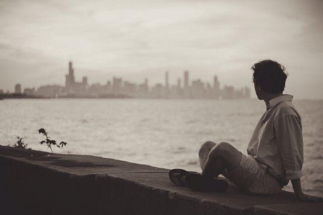 Αγάπησες σε μένα αυτά που πάντα εγώ μισούσα, αγάπησες αυτόν τον εαυτό που πάντα προσπαθούσα να κρύψω από τούς άλλους, λάτρεψες κάθε δικιά μου αναποδιά και κάθε συμπεριφορά παράξενη, κάθε μανία μου για το διαφορετικό και το πάντα μα πάντα σωστό, το τέλειο. advertisement Με έβλεπες να σηκώνομαι από το κρεβάτι να δω αν κλείδωσα …