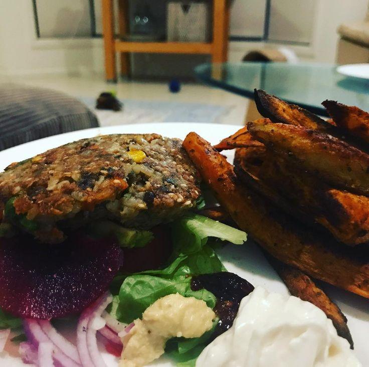 #theluckychef #vegan #bunlessburger #chermoula #chips #sweetpotato