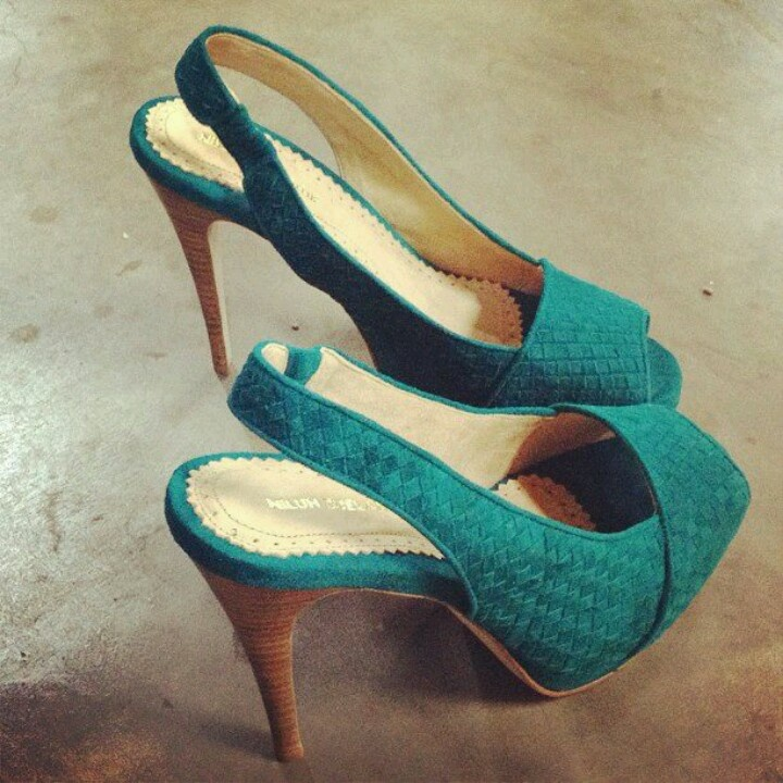 Handmade shoes by Niluh Djelantik
