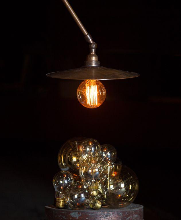 Ampoule : http://www.uaredesign.com/ampoule-globe-gold-125-e27-60-w-watt-veke.html watt & VEKE - #design #retro #steampunk #indus #industriel #decoration #interior #interieur #light #luminaire #ampoulefilament