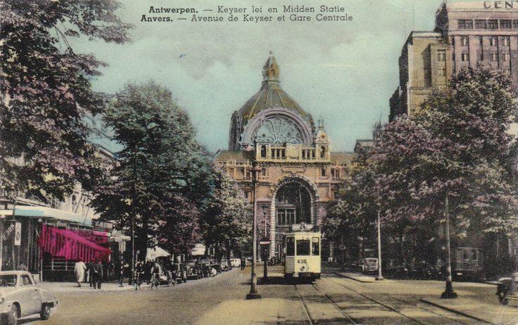 De de Keyserlei in de jaren 1950, rechts het monumentale Century Hotel, naam gekozen naar het honderdjarig bestaan van Belgie. Een tram  van lijn 24 komt aangereden met eindhalte Schoonselhof te Hoboken.
