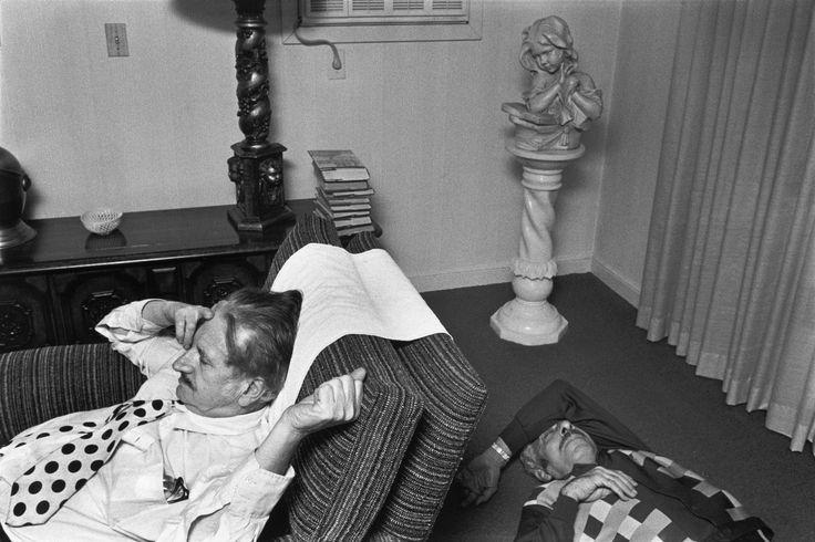 After Thanksgiving dinner. West Hartford, Connecticut, USA. 1976. © Richard Kalvar / Magnum Photos