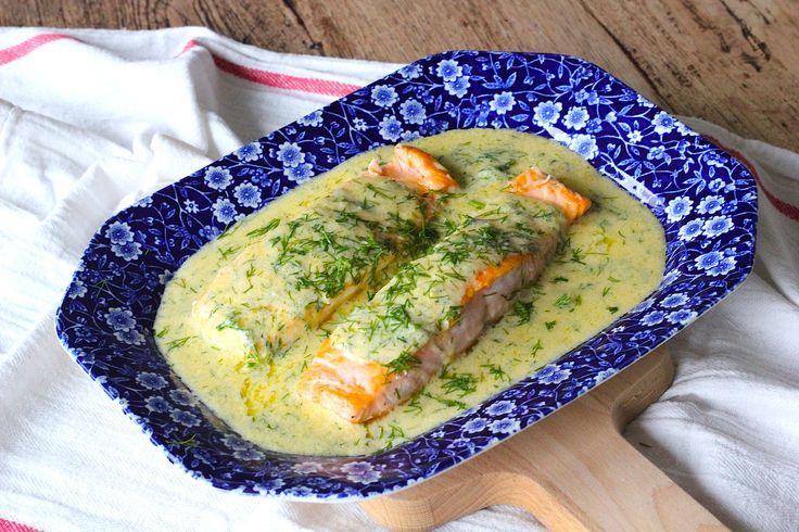 ZALM MET CITROEN, DILLE SAUS. Op zoek naar een heerlijk vis recept met een Zweeds tintje? Deze heerlijke zalm met citroen, dille saus is makkelijk te maken.