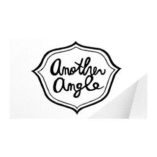 another angle(アナザーアングル)のロゴマーク。 女性向けのバッグやファッション雑貨のブランドです��