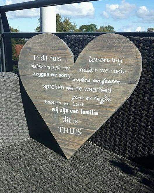Steigerhout hart gemaakt voor een klant, met hierop de tekst die zij graag wilde.