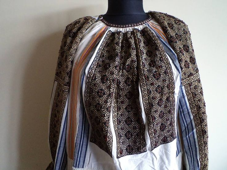 Vintage traditional Romanian blouse (IIE) -- Muscel Area via Costume Populare Muscelene on FB