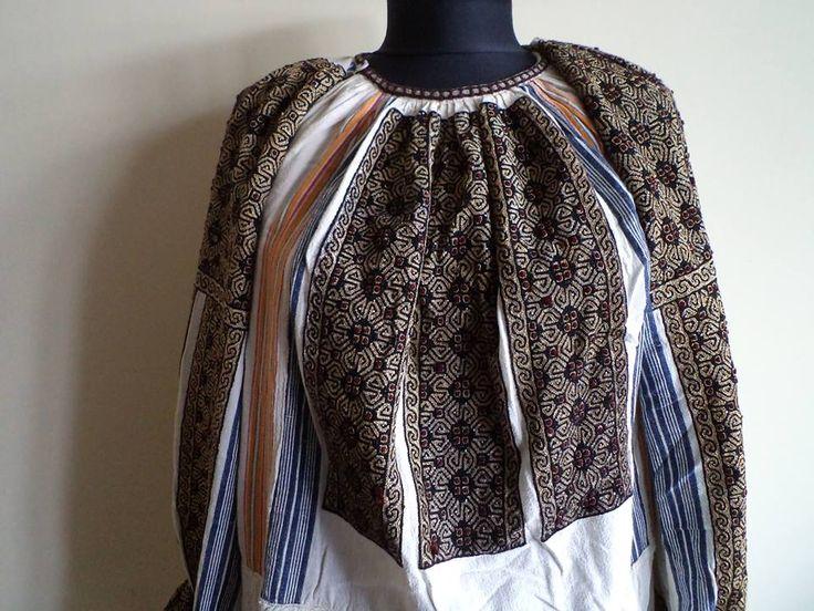 Vintage traditional Romanian blouse (IIE) -- Muscel Area via Costume Populare Muscelene on FB