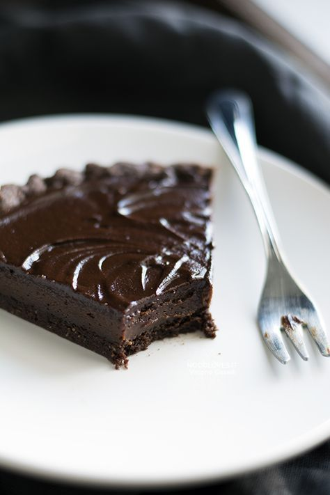 Crostata al cioccolato con nocciole e caffè