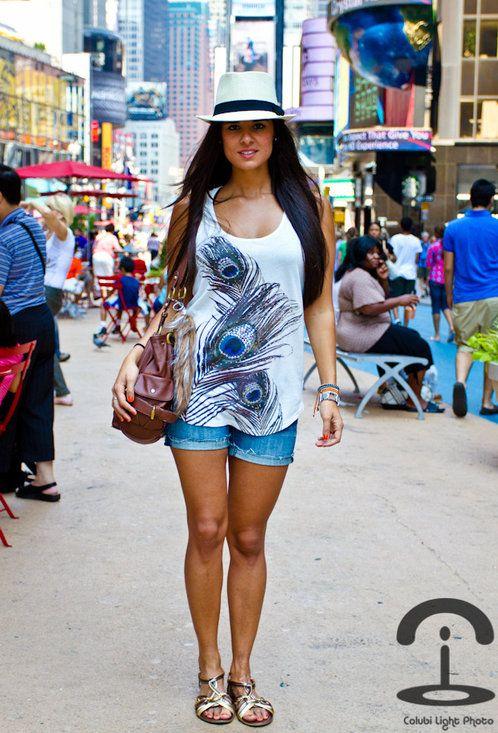 We love NY II  , Forever21 en Camisetas, American Eagle en Pantalones cortos,  en Sombreros, Topshop en Sandalias de gladiador
