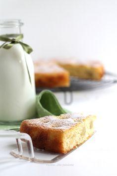 Torta con farina di grano duro, yogurt, miele e uva