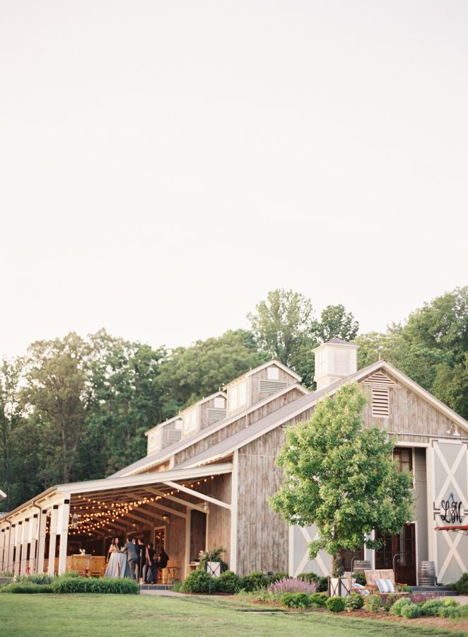 Classic Napa venue: http://www.stylemepretty.com/2016/06/10/timeless-traditional-vineyard-wedding/ | Photography: Clary Pfeiffer - claryphoto.com