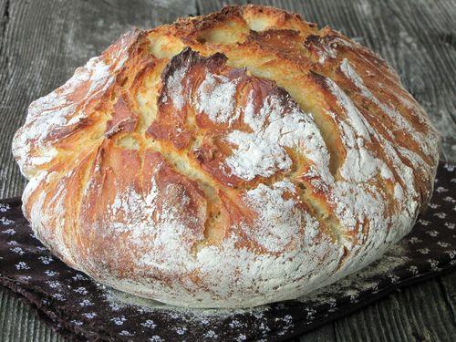 Nekem ez a kedvenc házi kenyerem. Próbáltam a dagasztottat is, de nálunk ez a nyerő. A legjobbanőrségi tökmagolajba mártogatva, vörösb...