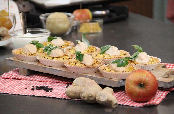Een warme winterse smaak: gember, kaneel, warme appeltjes en een snufje peper. Bak dit winterse appeltoetje van Danna.