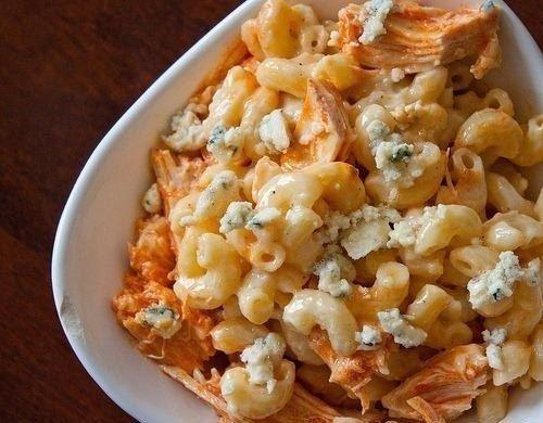 Фото к рецепту: Макароны с сыром и курицей.