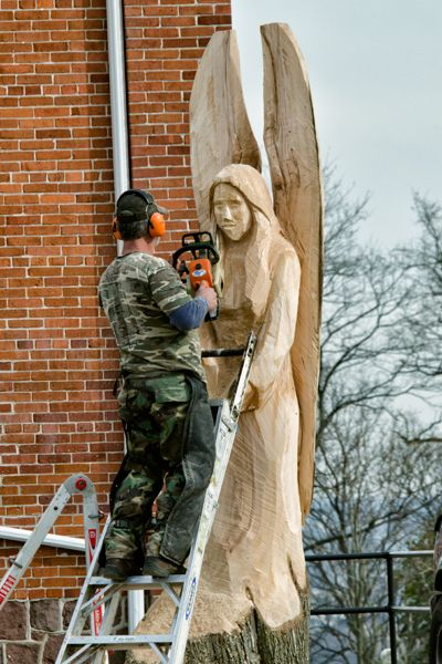 angel chainsaw carvings | this brand new chain saw carving was just finished in the last few ...