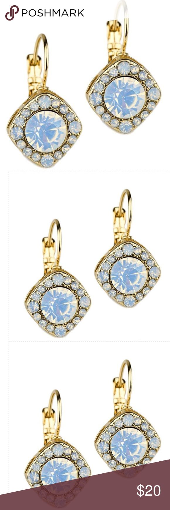 💃🏾Just In💃🏾 French Clip Crystal Earrings French clip crystal earring Size: 1/2 x 3/4 inches 📦Purchase by 4:00 pm Central Time for same day shipping. Jewelry Earrings