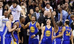 Golden State Warriors celebrate their victory.