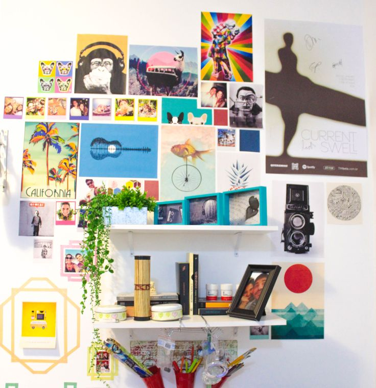 Parede decorada com imagens encontradas na internet + poster Current Swell autografado + plantinhas artificiais.  #cheap #decor #printable #wall