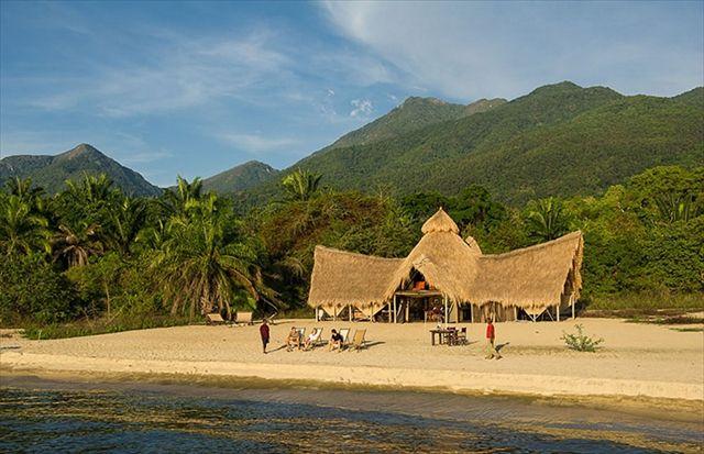 アフリカ タンザニアのマハレ国立公園は、タンガニーカ湖畔