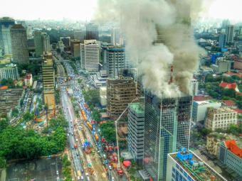 Dari Gedung The Plaza, Api Wisma Kosgoro Masih Berkobar: http://www.kabarsatu.co/archives/7924