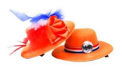 Met deze #schattige #hoedjes op #clip voor #Koningsdag, krijg jij zeker #aandacht. Koop deze leuke #oranje #accessoire bij de Action. Bekijk voor meer oranje accessoires de Action-folder in de app of op onze website.