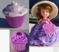 Cupcake dolls! A doll that smells like a cupcake and can fold into a cupcake? Brilliant!