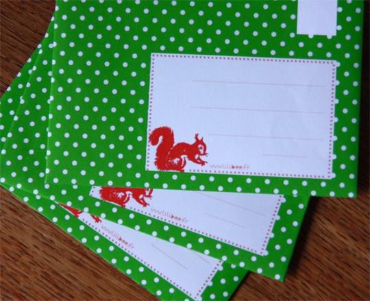 Groene polkadot envelop met eekhoorn, GRATIS printable.