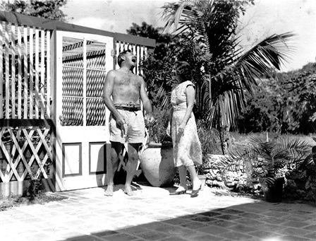EH05702P Ernest Hemingway and Pauline Pfeiffer at their home in Key West, Florida.