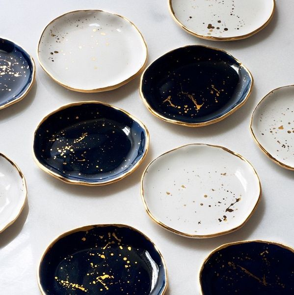 Continuing with my love of all things tabletop ...     I cannot express how incredibly enamored I am of these stunning porcelain dishes...