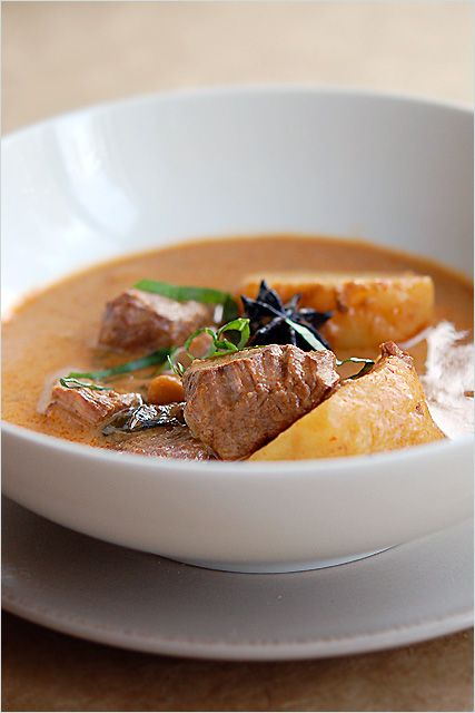 Beef Massaman Curry Recipe - Easy Recipes at RasaMalaysia.com [massaman curry paste (Namjai brand) needed, the rest is home made]