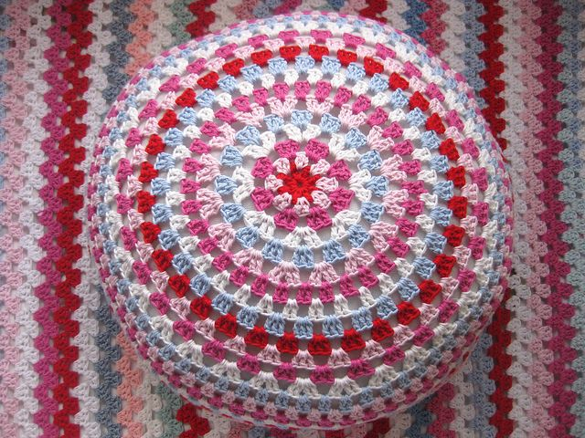Granny Circle, free pattern by LollipopTreeLane