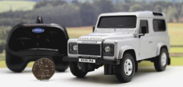 PERSONALISED PLATE 1/24 Radio Control Silver LAND ROVER DEFENDER