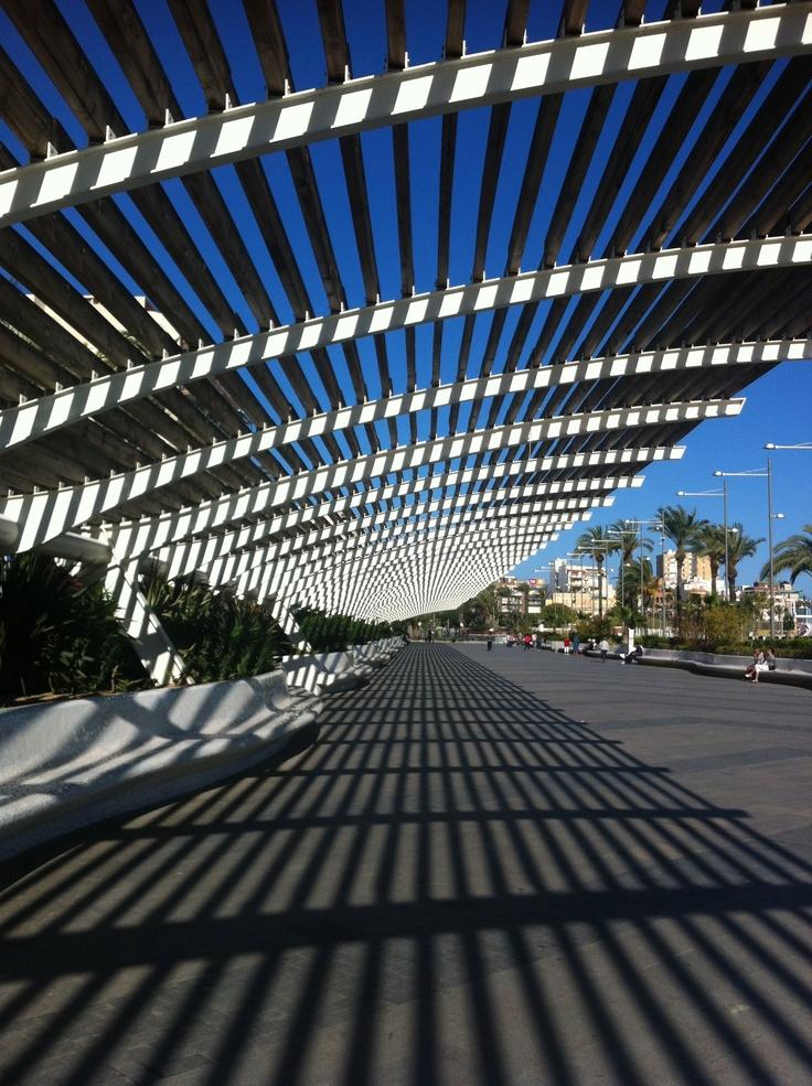 El Paseo Vista Alegre es unos de los más fotografiados de Torrevieja. Los juegos de luces y sombras que se obtienen a través de su pérgola favorecen imágenes únicas