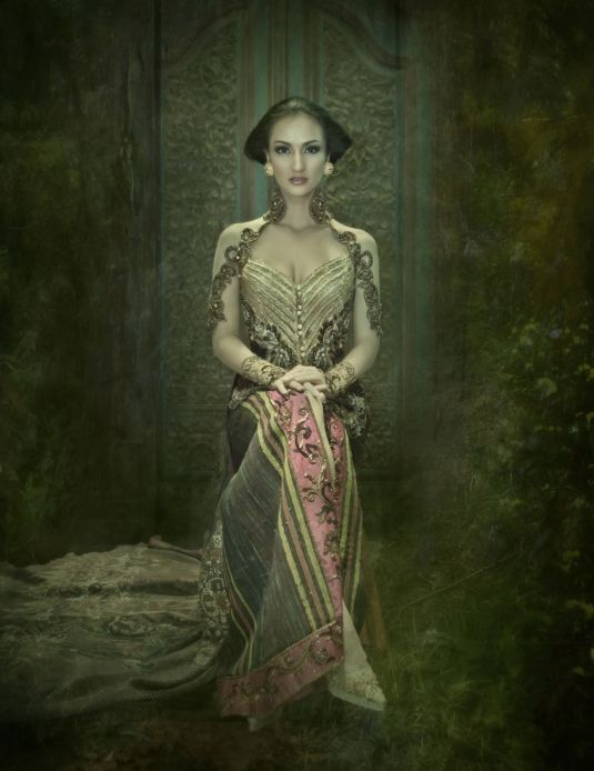 Traditional Dress of Indonesia (KEBAYA) by Anne Avantie